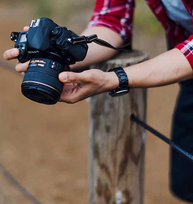 Care este diferența între aparatele foto compacte, mirrorless și DSLR